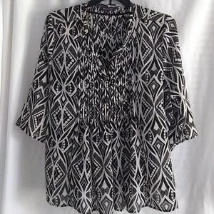 2/$13 Black and White Flowy Top